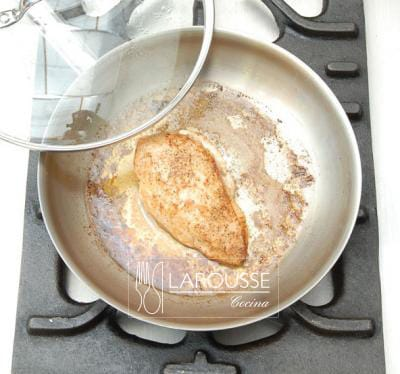 <p>Pollo frito terminado.</p>