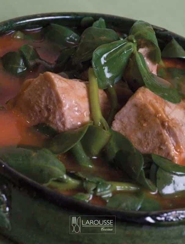 Carne-de-puerco-con-verdolagas-guisadas-001-Larousse-Cocina