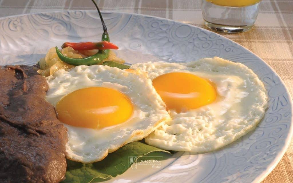 Huevos-al-acuyo-001-Larousse-Cocina