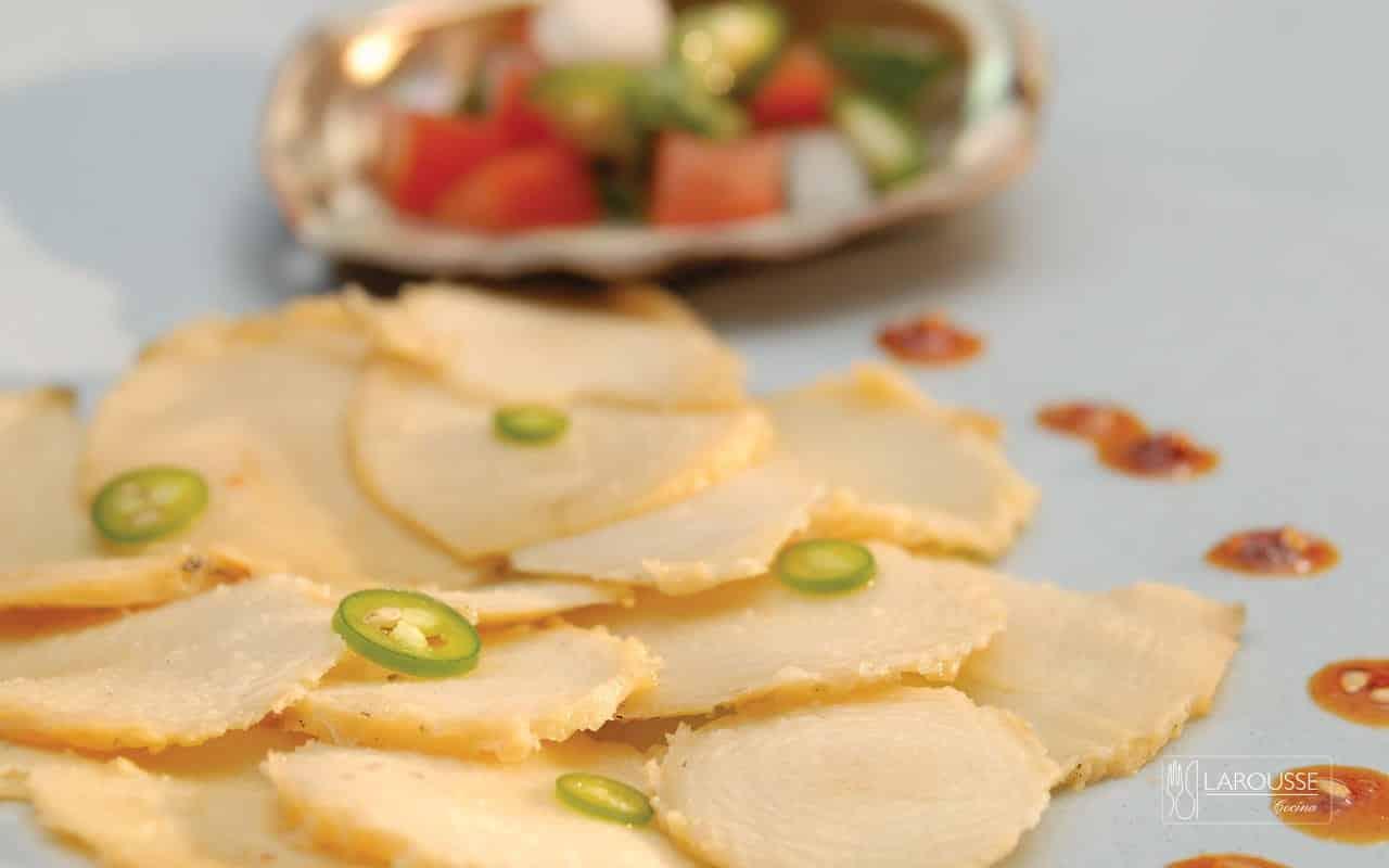 abulon-con-pico-de-gallo-de-mandarina-001-larousse-cocina