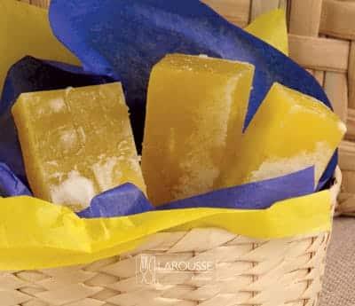 Foto: Barras de dulce de acitrón amarillas en canasta./ (Bertha Herrera).