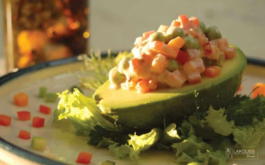aguacates-rellenos-de-verduras-001-larousse-cocina