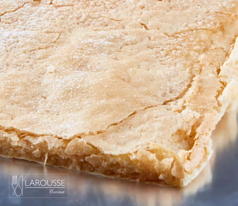 bizcocho-crocante-de-coco-001-larousse-cocina