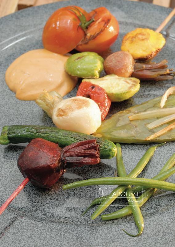 brochetas-de-verduras-001-larousse-cocina