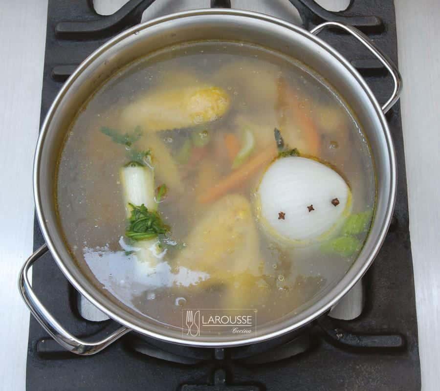 caldo-de-pollo-001-larousse-cocina_0