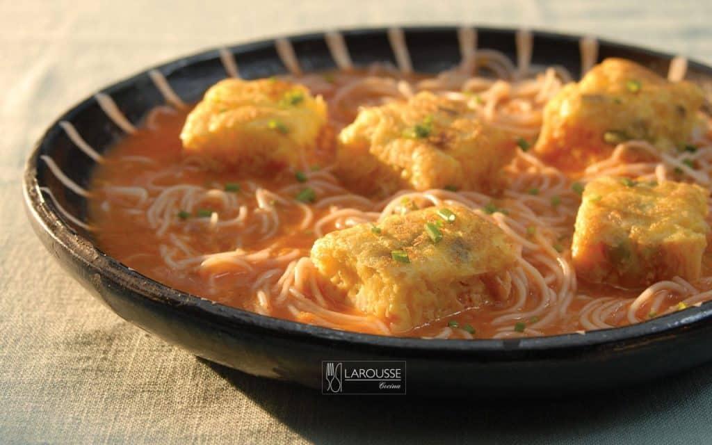 cazuela-de-fideos-y-huevos-001-larousse-cocina