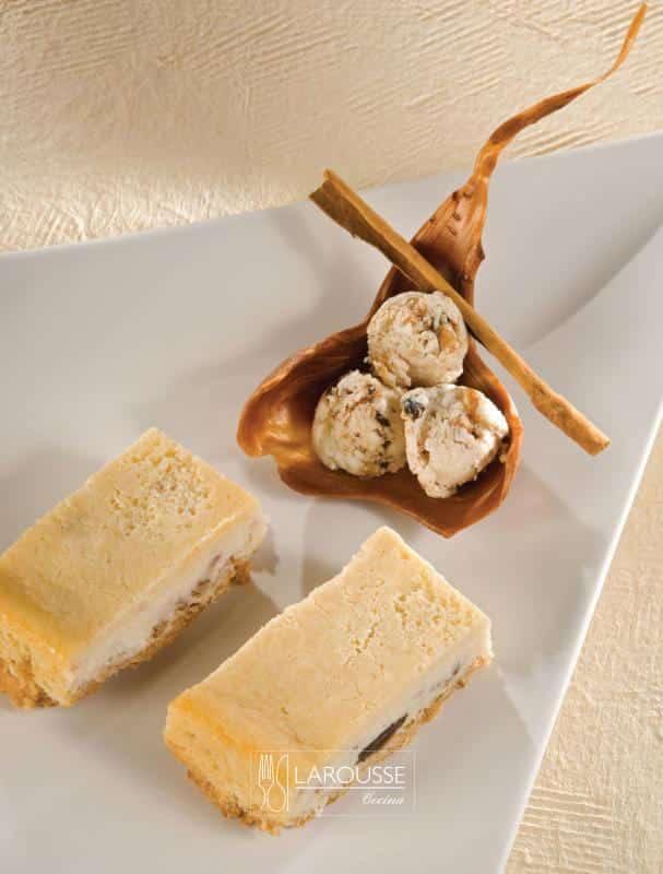 chayote-cheese-cakecon-espuma-congelada-de-ron-con-pasas-001-larousse-cocina