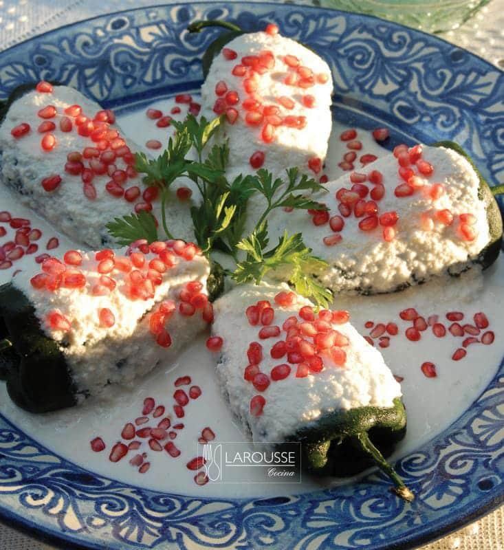 chiles-en-nogada-001-larousse-cocina