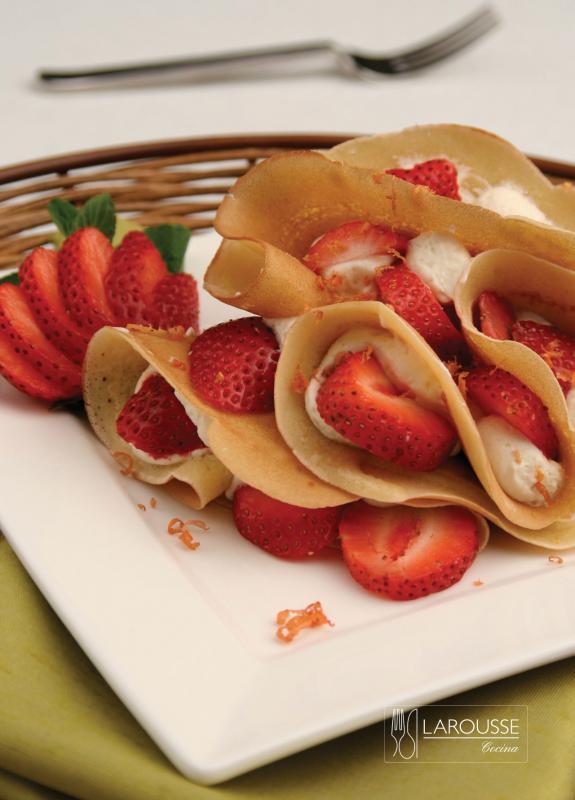 crepas-con-fresas-001-larousse-cocina_0