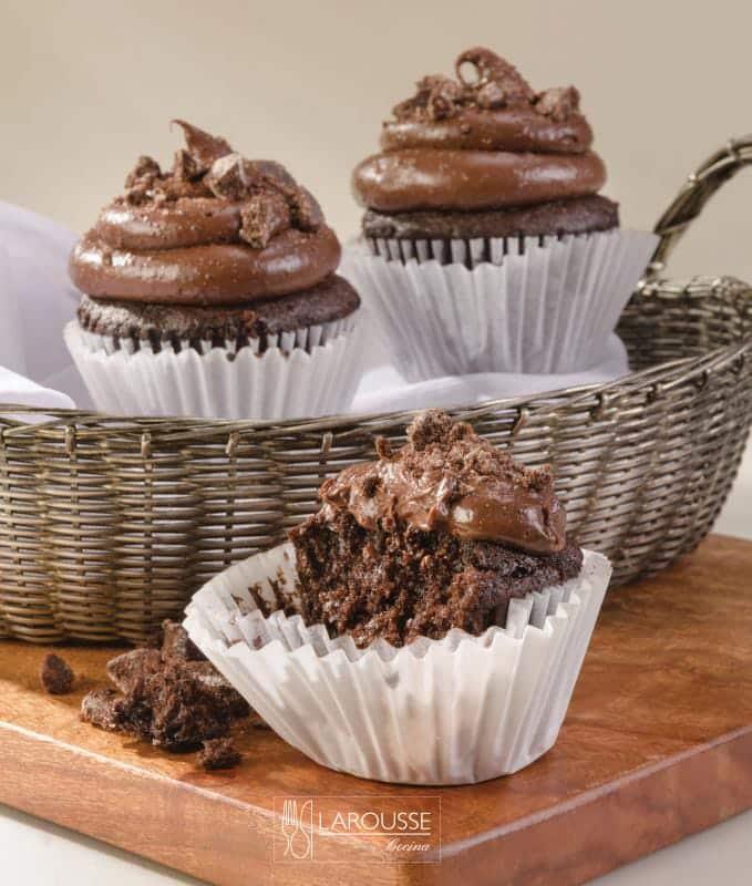 cupcakes-de-chocolate-001-larousse-cocina