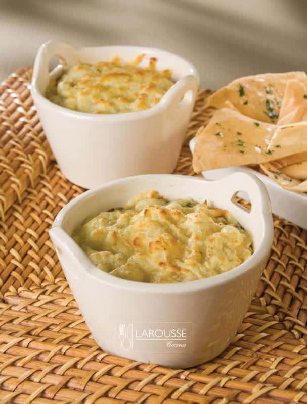 dip-de-espinacas-y-alcachofas-con-un-toque-de-limon-001-larousse-cocina