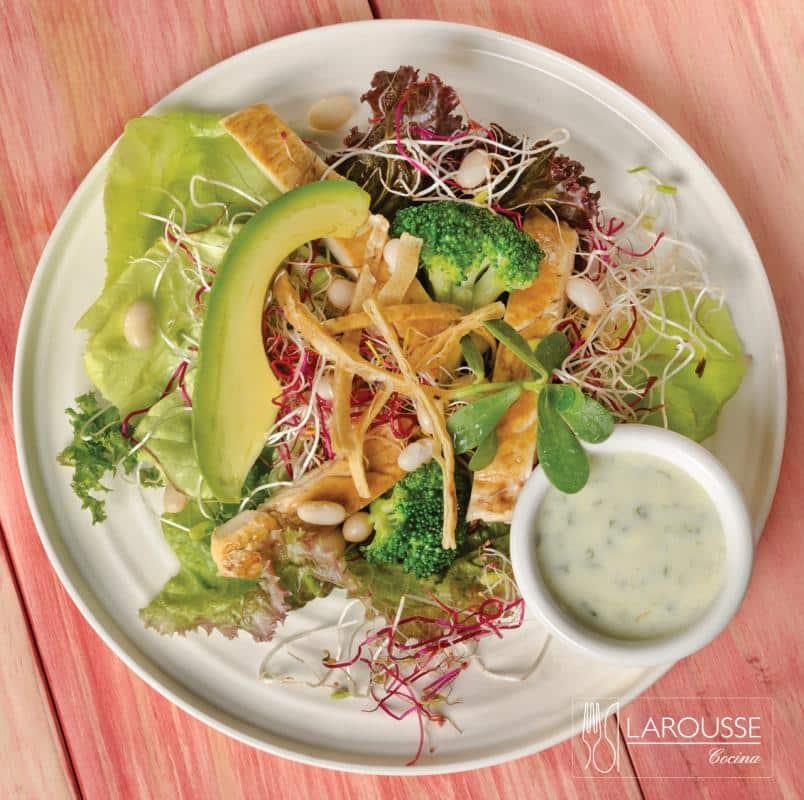 ensalada-con-pollo-001-larousse-cocina