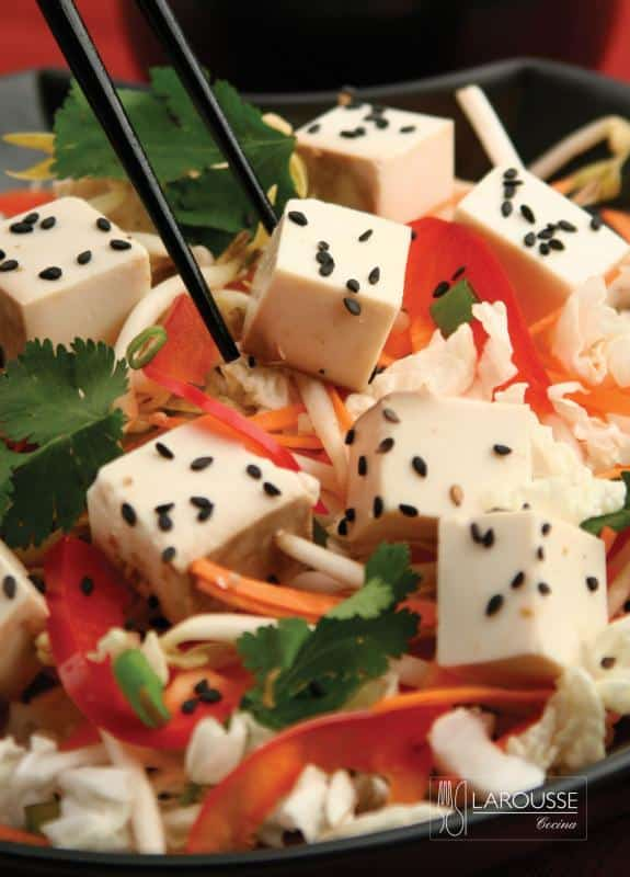 ensalada-de-tofu-marinado-001-larousse-cocina_0
