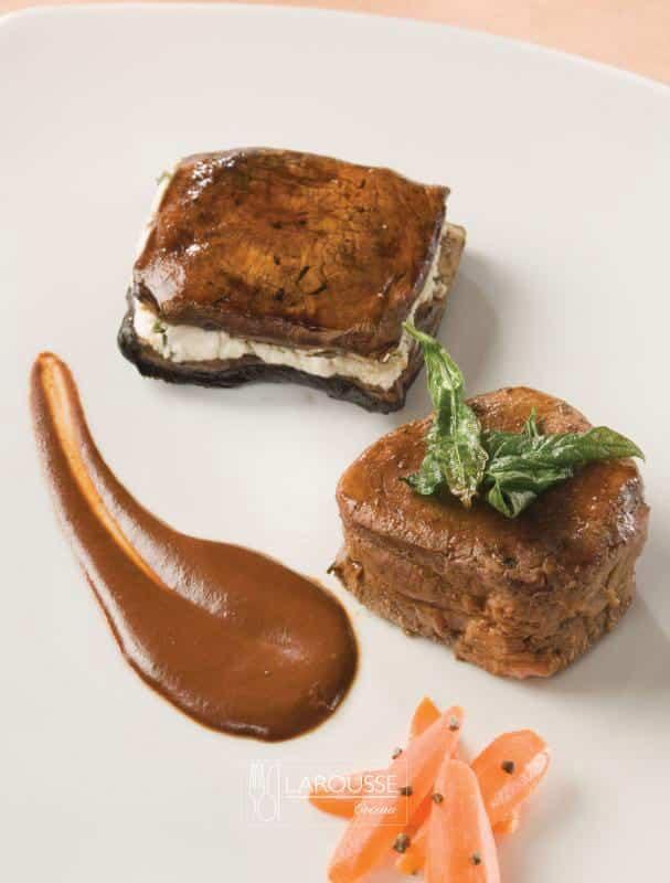filete-de-res-en-molito-de-mantequilla-2007-001-larousse-cocina