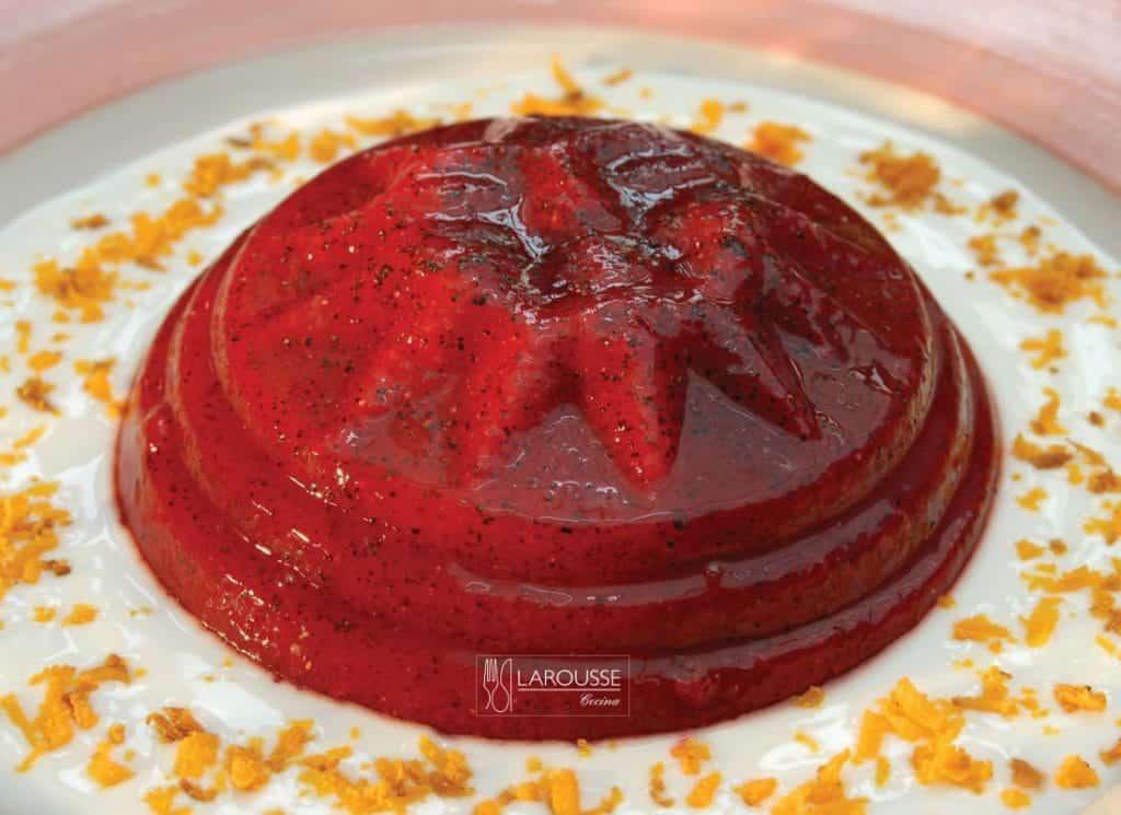 gelatina-de-pitaya-con-yogur-y-cocada-001-larousse-cocina