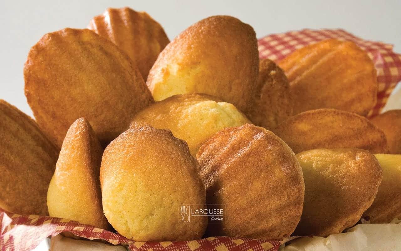 magdalenas-de-mandarina-001-larousse-cocina