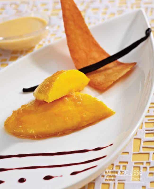 mangos-flameados-con-salsa-de-vainilla-001-larousse-cocina