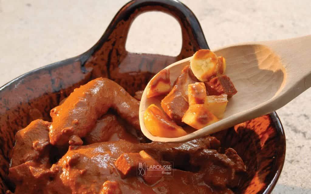 mantamanteles-poblano-001-larousse-cocina