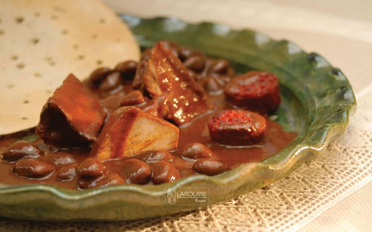 mole-coloradito-001-larousse-cocina