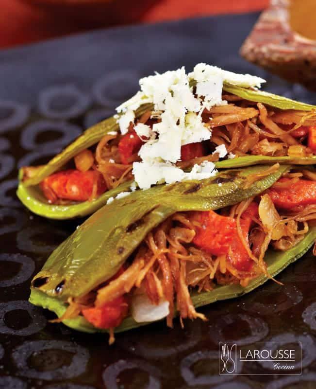 nopales-rellenos-de-res-y-chistorra-con-salsa-de-hoja-santa-001-larousse-cocina
