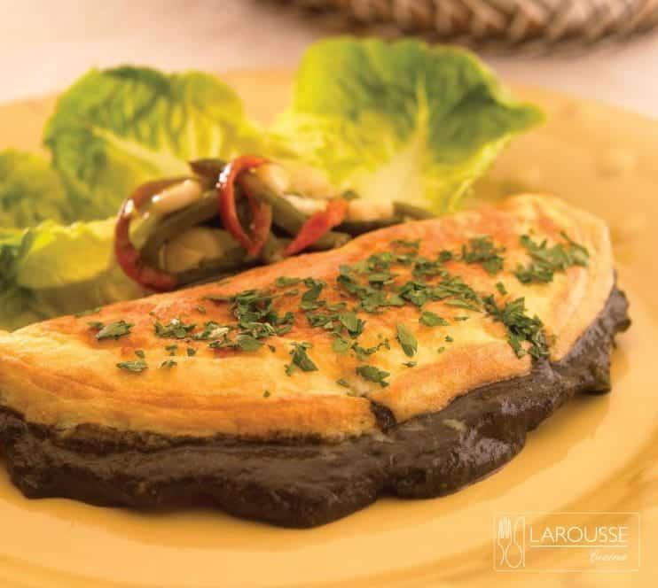 omelette con salsa de huitlacoche