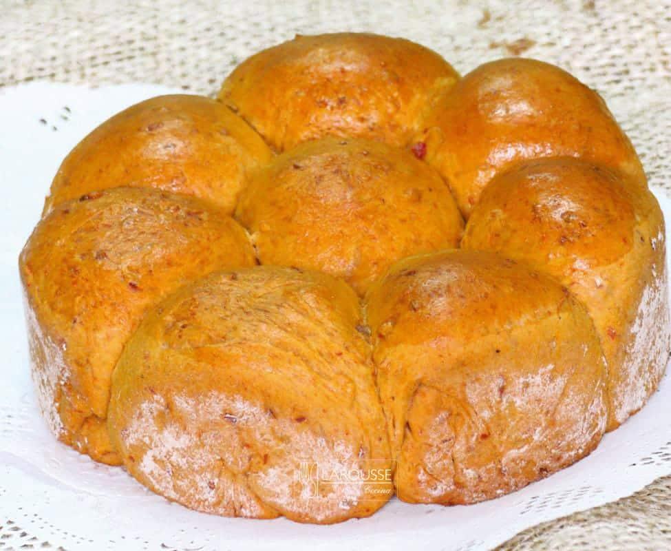 pan-de-chicharron-prensado-y-chile-guajillo-001-larousse-cocina
