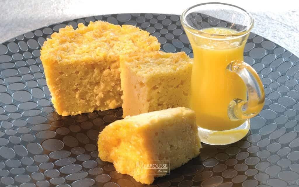 pastel-de-elote-en-salsa-de-rompope-001-larousse-cocina