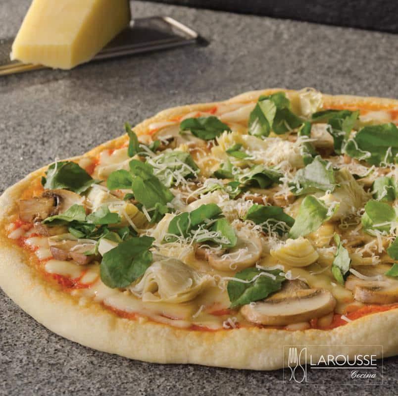 pizza-de-alcachofa-champinones-berros-y-parmesano-001-larousse-cocina