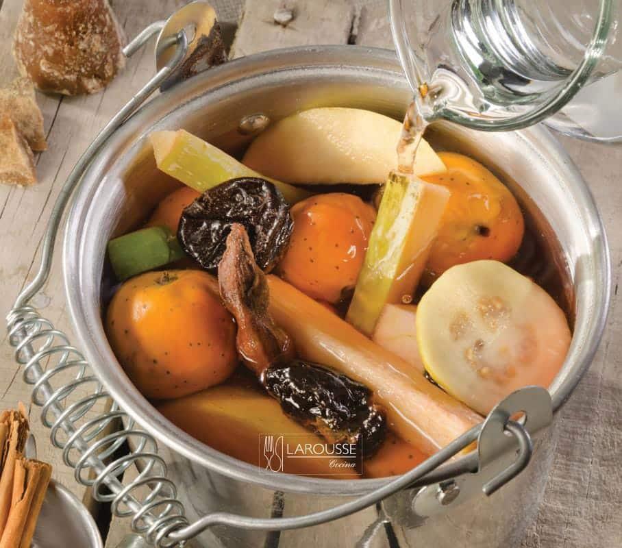 ponche-de-navidad-y-sus-juegos-001-larousse-cocina