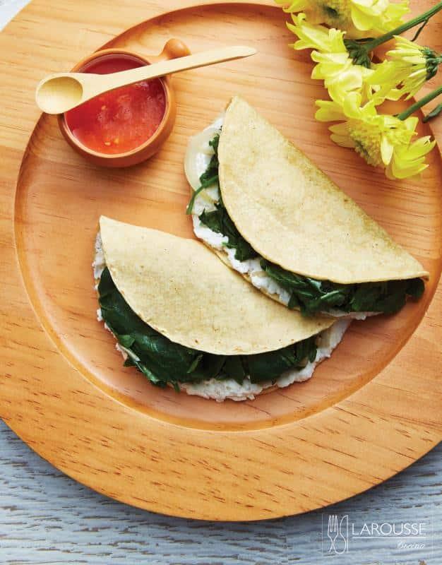 quesadilla-de-quintoniles-y-requeson-001-larousse-cocina