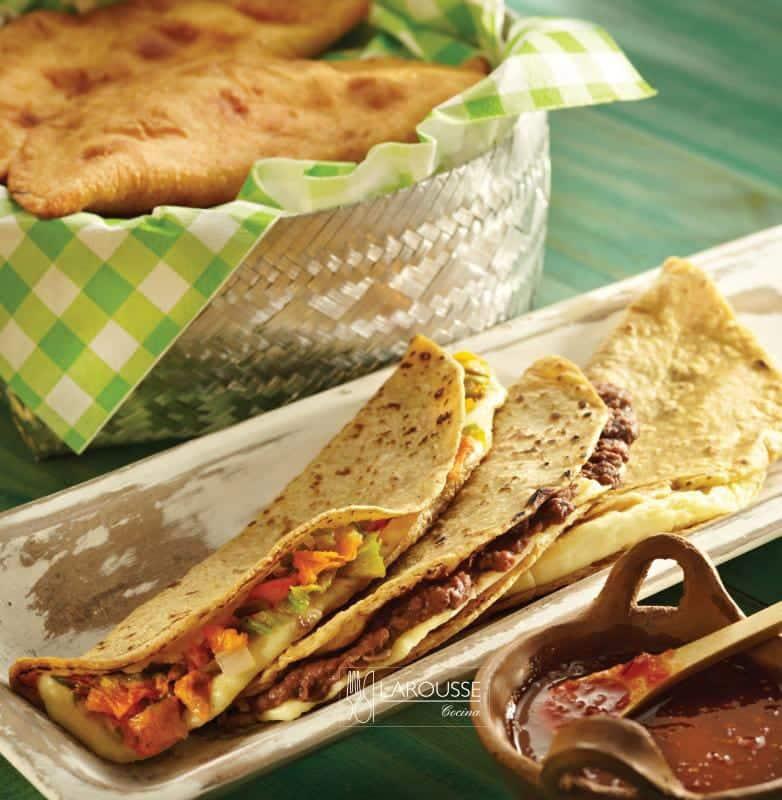 quesadillas-de-comal-y-quesadillas-fritas-001-larousse-cocina