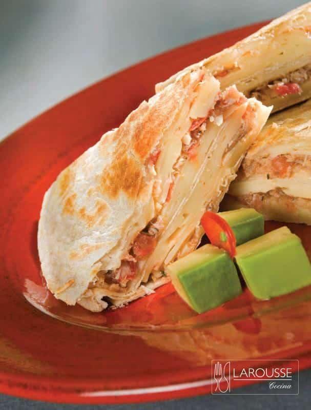 quesadillas-de-marlin-ahumado-001-larousse-cocina