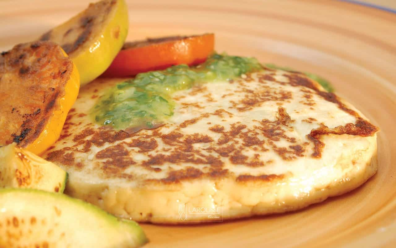 Queso asado con jitomate y calabacitas ⋆ Larousse Cocina