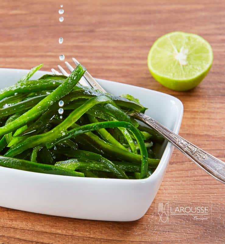 rajas-de-chile-poblano-con-limon-001-larousse-cocina