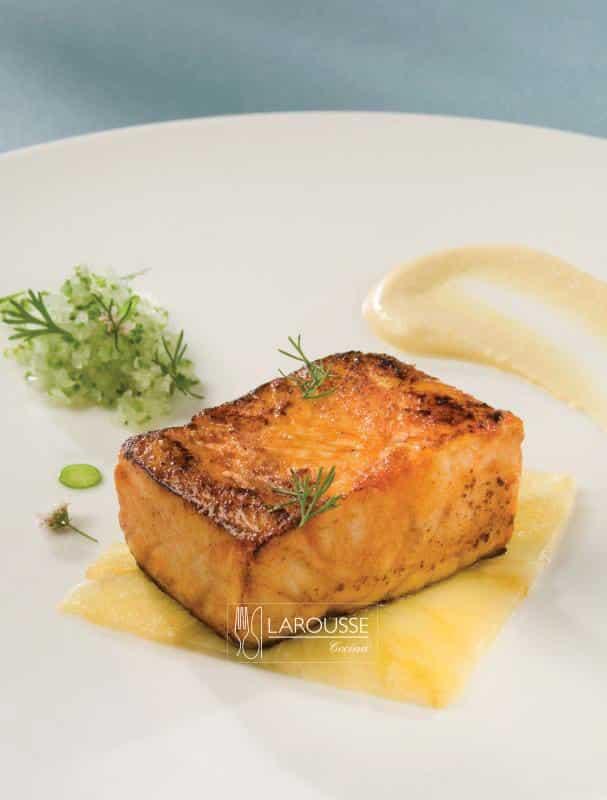 robalito-al-pastor-pure-de-pina-chile-verde-limon-y-cilantro-001-larousse-cocina