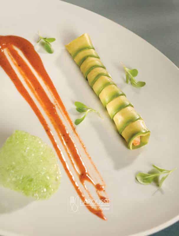 rollo-de-aguacate-relleno-de-cazon-y-gelee-de-chiles-xcatics-001-larousse-cocina