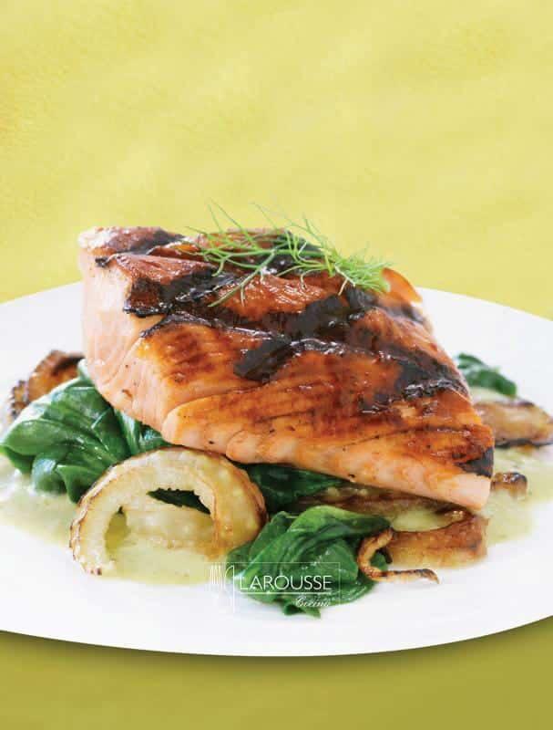 salmon-al-hinojo-con-glaseado-de-chile-ancho-001-larousse-cocina