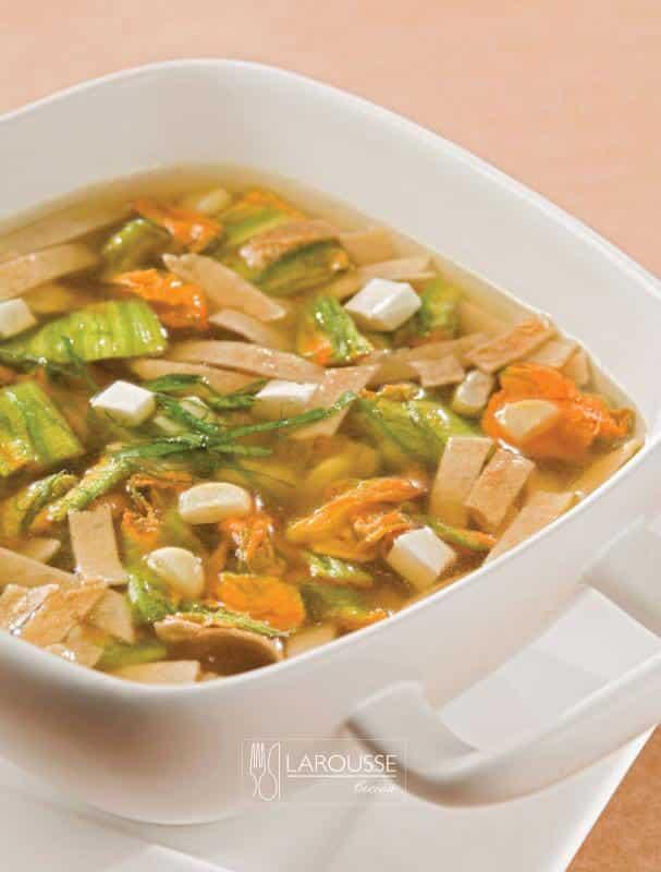 sopa-de-flor-de-calabaza-y-granos-de-elote-fresco-001-larousse-cocina