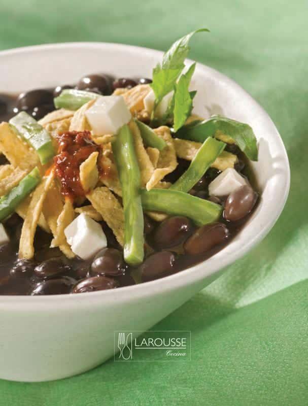 sopa-de-frijol-y-nopalitos-001-larousse-cocina