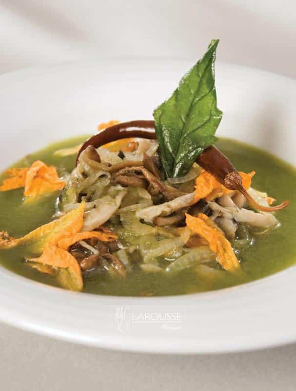 sopa-de-hongos-al-poblano-con-chile-de-arbol-001-larousse-cocina