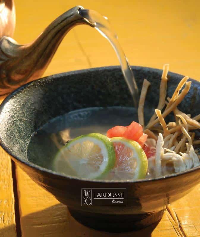 sopa-de-lima-001-larousse-cocina
