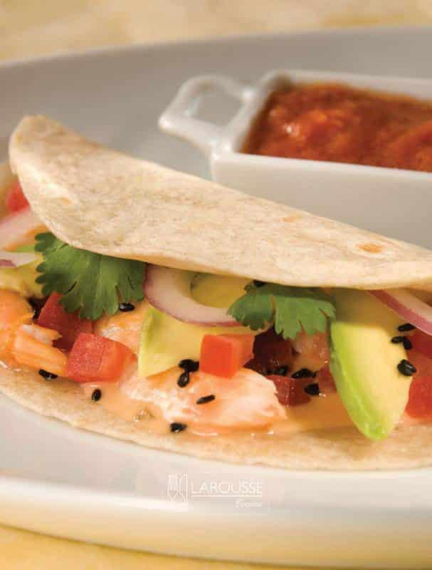 taco-de-camaron-con-salsa-sambal-y-ajonjoli-001-larousse-cocina