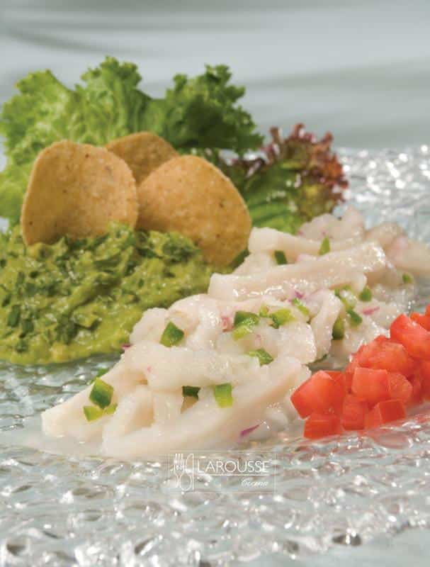 tiritas-de-pescado-guacamole-y-totopos-001-larousse-cocina