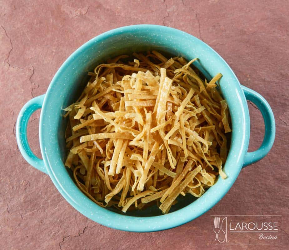 tiritas-de-tortilla-fritas-001-larousse-cocina