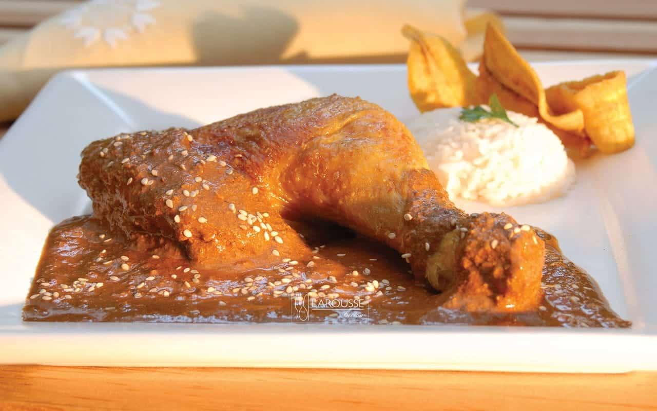 tlatonile-de-pollo-001-larousse-cocina