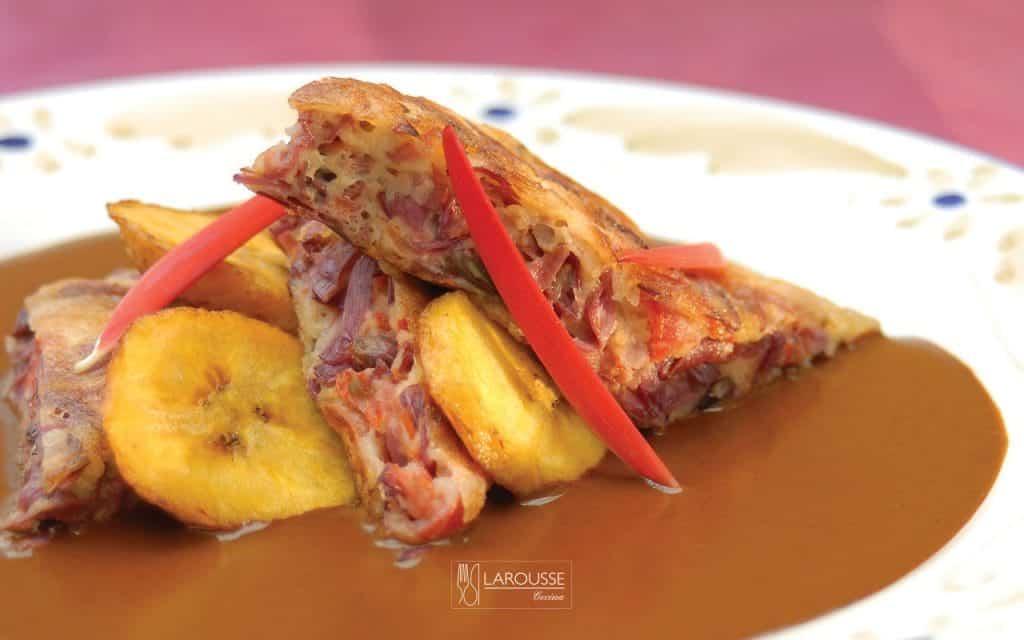 tortas-de-colorin-en-mole-de-aromas-guerrerense-001-larousse-cocina