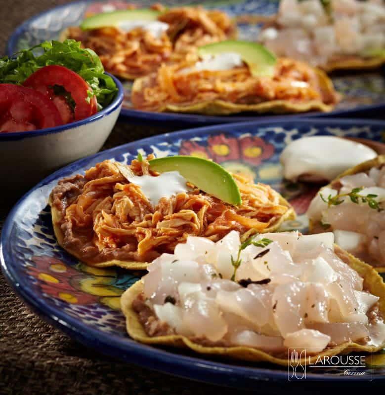 tostada-fiesteras-de-pata-y-tinga-de-pollo-001-larousse-cocina