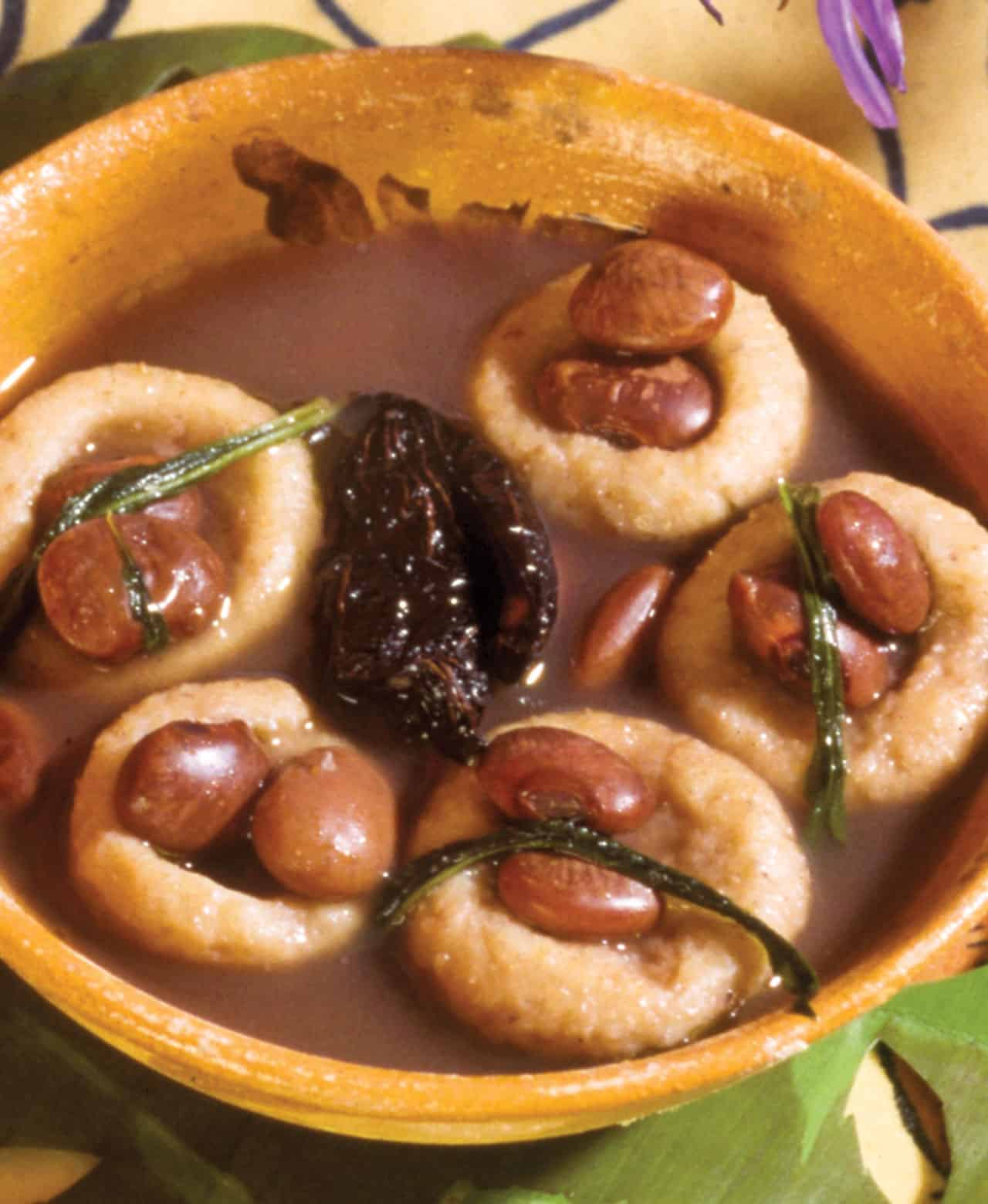 Foto: Bolitas de masa con frijoles en caldillo. (Bertha Herrera).