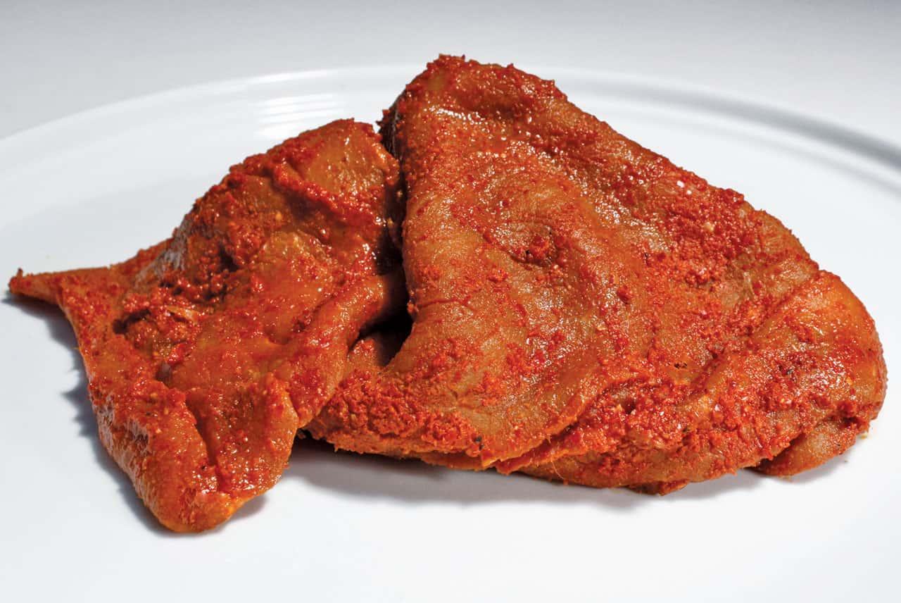 Foto: Bistec crudo de carne enchilada. © Ediciones Larousse.