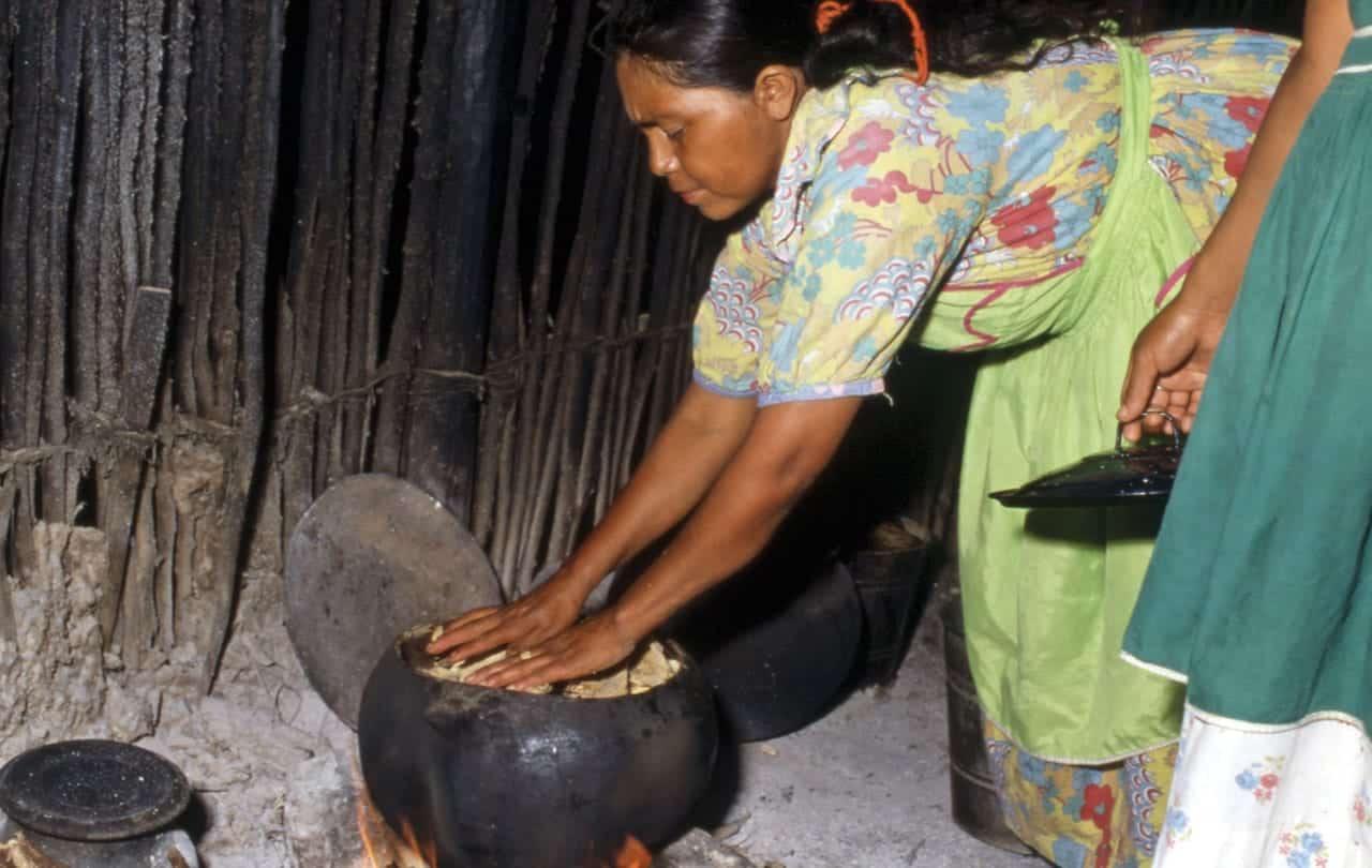 Foto: Mujer pame. © Reproducción autorizada por la CDI – Fototeca Nacho López / Miguel Bracho.